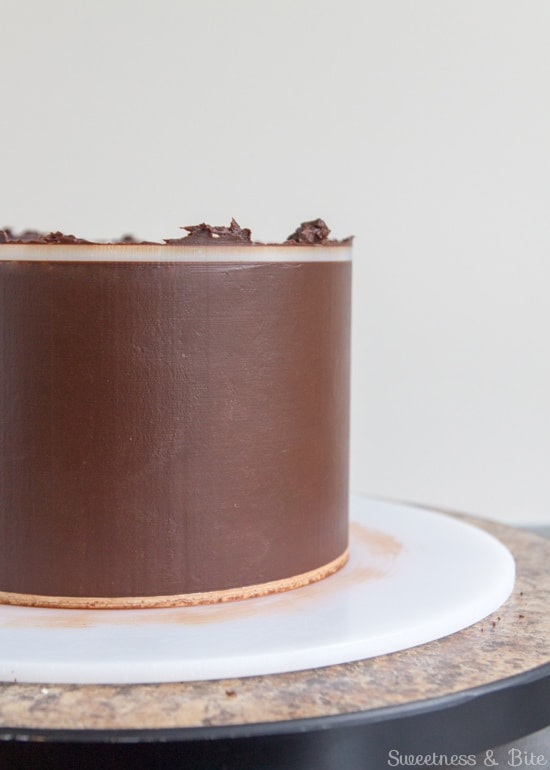 How to Ganache a Cake - Smooth, straight sides