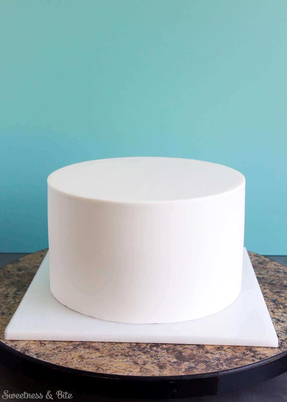 Applying Fondant Icing To A Cake