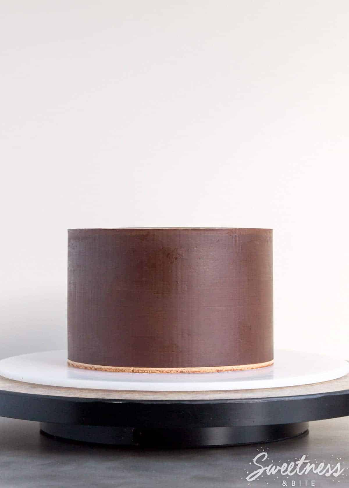 how-to-make-fondant-stick-to-ganache-featured-image