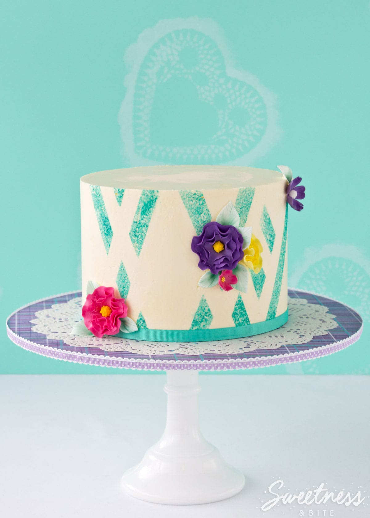 sponged-abstract-buttercream-stripe-tutorial-featured-image