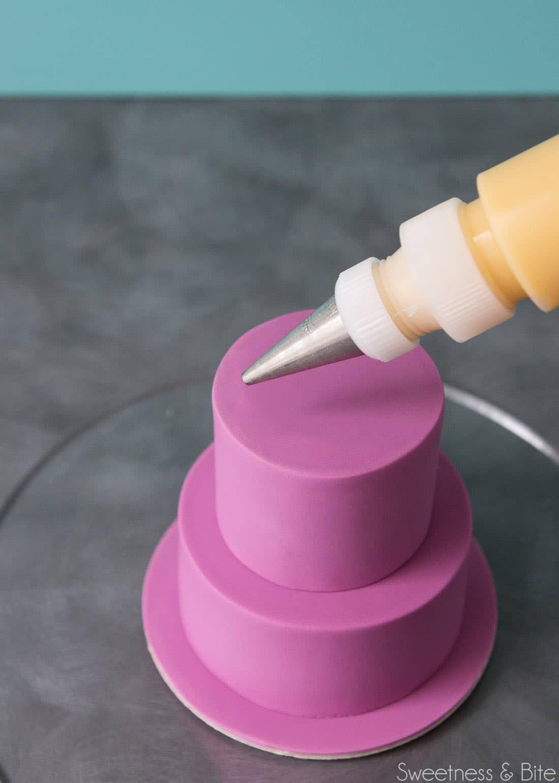 How to Make a Mini Drip Cake. Tutorial by Sweetness & Bite